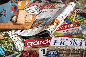 Bild mit verschiedenen Zeitschriften